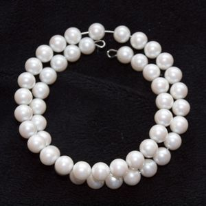 Pearl bracelet on wire